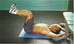 Согните ноги в коленях под углом 90°